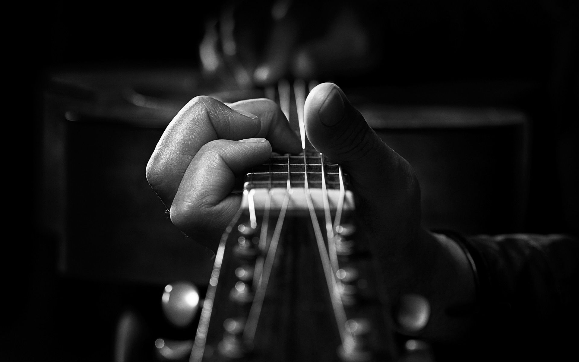 3 Music Courses Every Guitarist Should Take
